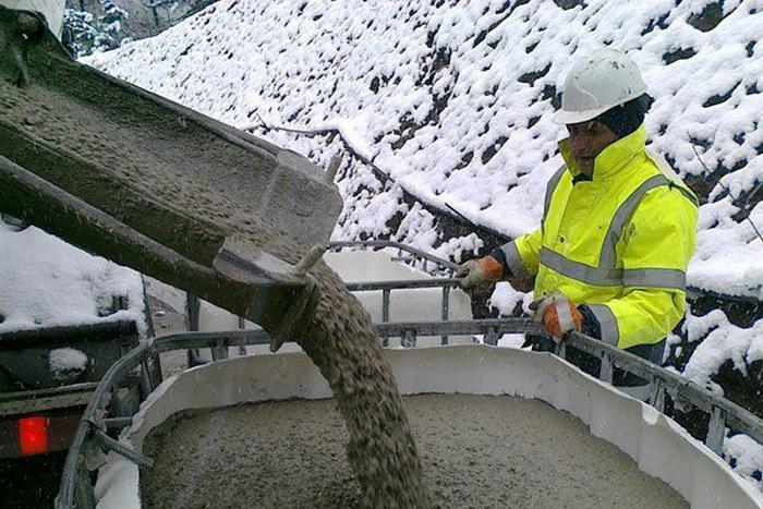 Морозоустойчивые добавки для зимнего бетона