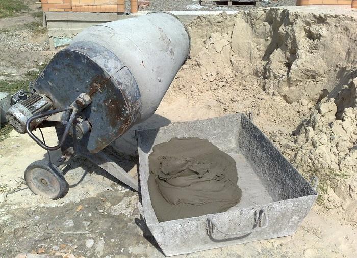 как замесить бетон в бетономешалке